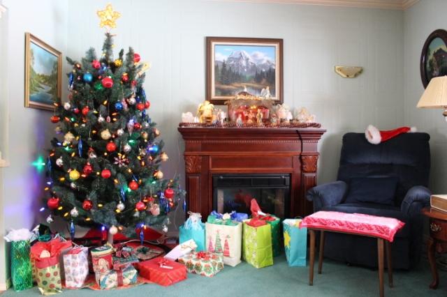 Christmas, Christmas decor, Christmas tree Christmas lights, Christmas presents, lifestyle, photo blog, photo journal